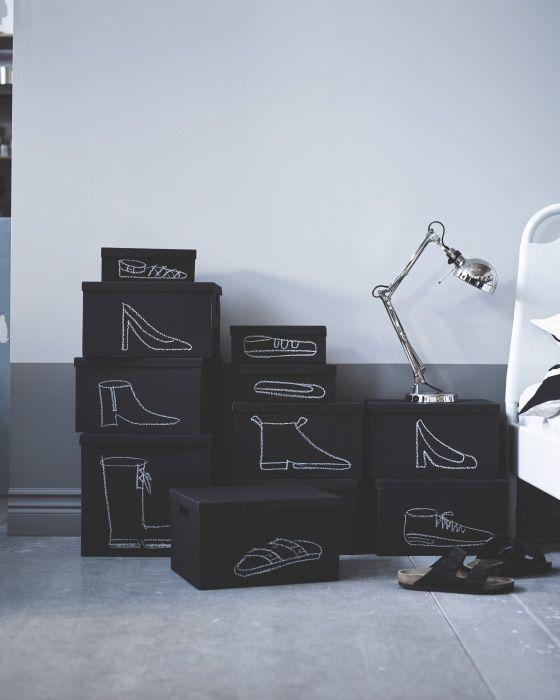 Dibuja en las cajas lo que contienen, como por ejemplo zapatos de tacón, zapatillas de deporte, botas, chancletas, etc.