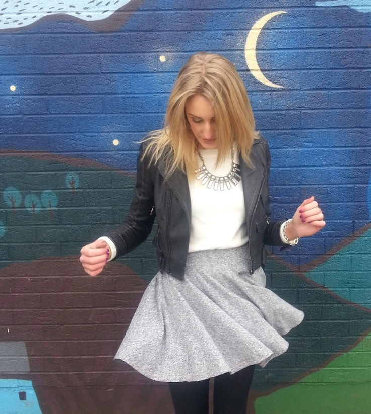 perfect skater skirt outfit! love the outfit - wall color clash