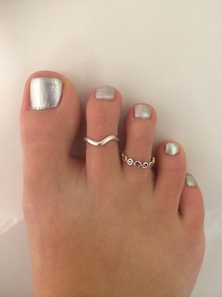 Silver tip toe nails