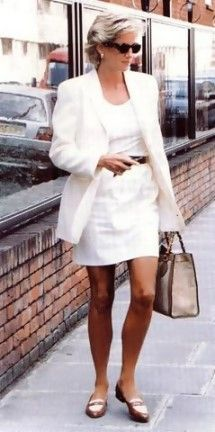 Diana's skirts got shorter in her later years.   But why not??   She looked beautiful!!