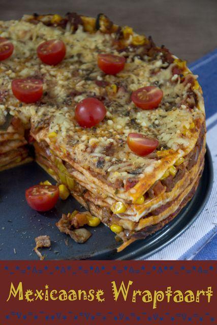 MEXICAANSE WRAPTAART Ingrediënten (voor 4 of 5 porties) 1 ui 300 gram rundergehakt kruidenmix voor taco's (voor 300 gram gehakt) 400 gram Italiaanse roerbakmix 125 gram champignons 200 gram uitgelekte maïs 500 gram gezeefde tomaten 6 wraps 100 gram geraspte belegen kaas 1 theelepel met een mix van gedroogde basilicum/oregano