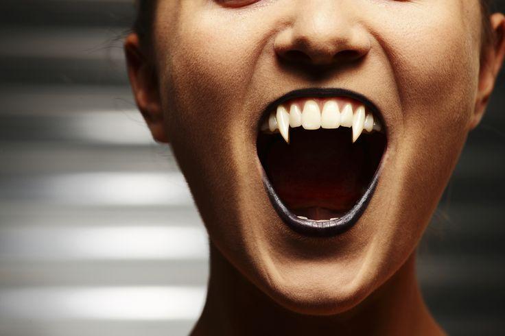 DIY-Tutorial: Fake-Vampirzähne zu Fasching oder Halloween