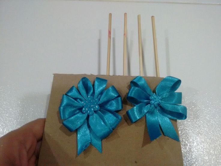 Lindos y faciles lacitos 🎀 con cinta azul de tela delgada y realizando un sencillo truco con palitos.