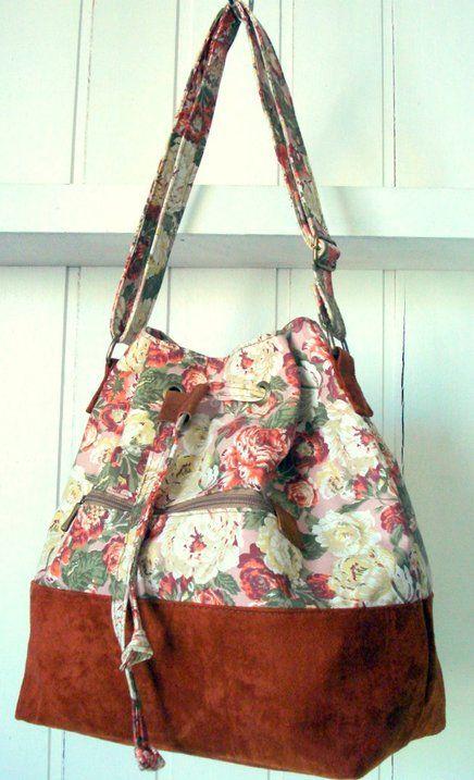 Bolsa Saquinho em tecido 100% algodão dublado , com estampa folk. Fundo em camurçaEncontre a maior variedade de Bolsa Bucket Floral Rosé   Airu Produtos