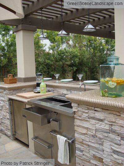 beautiful concrete rope edging on the counter top. Love the roof in this outdoor kitchen too