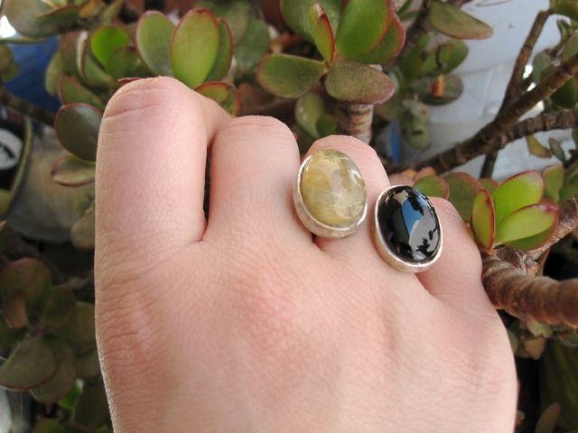 #anillo #rutilo. Doble y ajustable. Hecho en cuarzo y #azabache asturiano de forma artesanal. Con certificado de autenticidad. Consiguelo en www.manosesmas.com