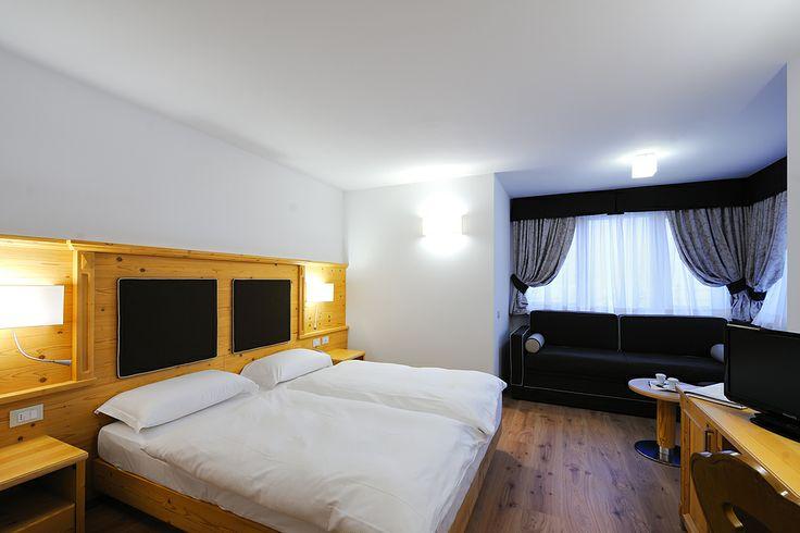 21 mq ad ampie vetrate, materiali di prim'ordine e kit benessere, la Junior Suite è la camera ideale per soggiorni unici e speciali.