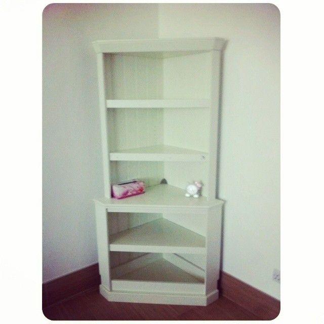 For Sale Cabinet Corner Price 20 Bd للبيع مكتبة زاوية لون ابيض صناعة أمريكية بحالة جدا ممتازة السعر 20 Bd Tel 3377005 Home Decor Bookcase Shelves