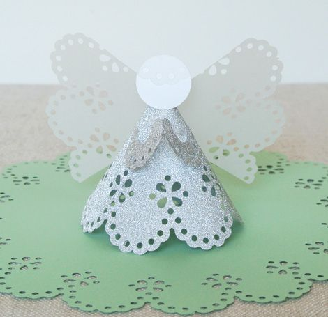 directions for making the angel with MS circle punch.... but I have so many Cricut Carts with doilies that I am going to try that.  Martha doesn't need my money, right?  #Cricut