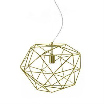 Die Diamond Pendelleuchte der schwedischen Marke Globen Lighting verbreitet Licht und zauberhafte Schatten wie ein funkelnder Diamant. Wählbar in verschiedenen Lackierungen, Design von Patrick Hall.