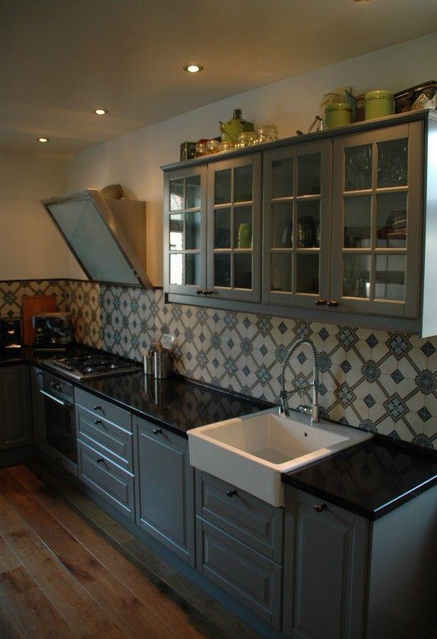 Portugese tegels/cementtegels serie CERIUM collectie FLOORZ als achterwand keuken...