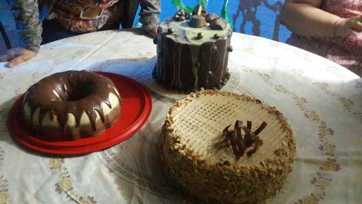 Tortas choco mani, torta de cafe, panacotta 3 chocolates