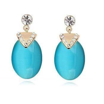 👑Cercei Opal - Argint 925👑! Comanda acum online Cerceii Opal din Argint 925, bogat ornamentati cu cristale, alegerea potrivita pentru orice tinuta fiind extrem de versatili.  Fiind structurata pe o baza de argint, cu piatra pretioasa opalul, designul este unul deosebit, imbinand formele triunghiulare ale argintului cu cristale si forma ovala a opalului.  Shop: 🛍️ www.bijuteriisiarta.ro 🛍️ Telefon: 📱 0730799703 📱  #Follow #Fashion #Beauty #Shopping #Happy #Popular