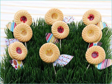 flower cookies...too cuteGardens Baby, Jardim De, Flower Cookies, Baby Shower Ideas, Cookies Flower, Baby Surpris, Spring Baby Shower, Gardens Parties, Biscuits