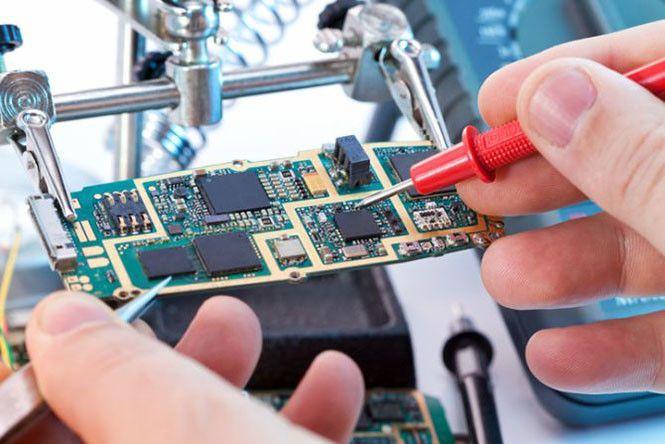 Mecatronica..02...!! La ingeniería mecatrónica es una disciplina que une la ingeniería mecánica, ingeniería electrónica, ingeniería de control e ingeniería informática, y sirve para diseñar y desarrollar productos que involucren sistemas de control para el diseño de productos o procesos inteligentes, lo cual busca crear maquinaria más compleja para facilitar las actividades del ser humano a través de procesos electrónicos en la industria mecánica.