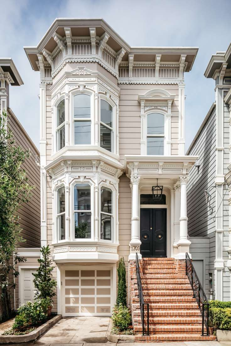 The Iconic Full House Home Is Up For Sale See What It Really Looks Like Inside Classic House Design Full House Fuller House