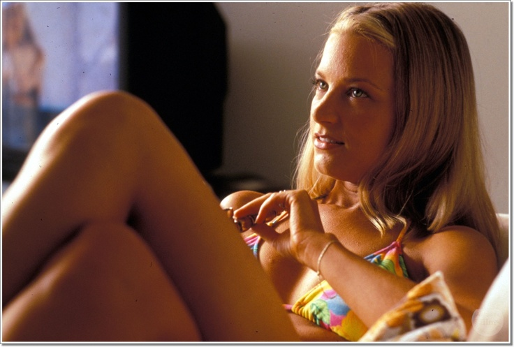 Bridget Fonda (in Jackie Brown) | Flowers of Carnage ...