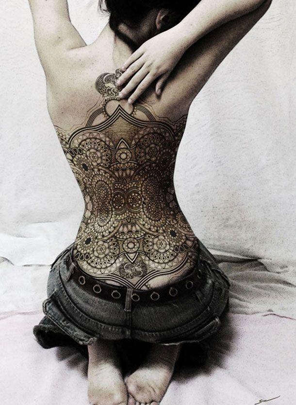 superbe tatouage - motifs abstraits dans le dos