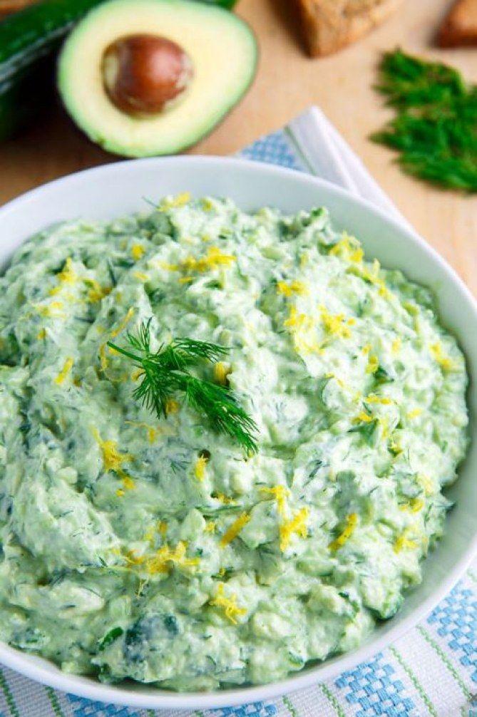 Miam le guacamole tzatziki (ou l'inverse) ! Vite, la recette !   /// #aufeminin #avocat  #dip #légume #végétarien