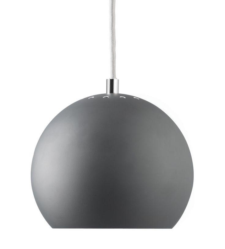 Pendelleuchte Ball / Neuauflage des Originals aus dem Jahr 1969, Grau, matt von Frandsen finden Sie bei Made In Design, Ihrem Online Shop für Designermöbel, Leuchten und Dekoration.