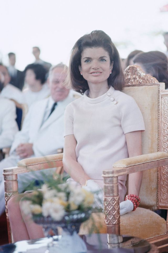 Mode : le style de Jackie Kennedy en photos culte - Jackie Kennedy robe blanche
