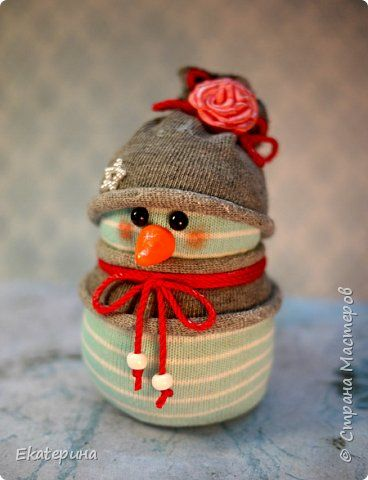 Всем доброго времени! Меня тоже не обошли снеговички из носочков. Насмотрелась красоты и тут, и в интернете.:) Полюбила их безумно, жалко будет расставаться.:)) Делались в подарок. фото 11