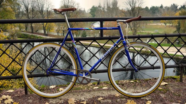 peugeot avoriaz pignon fixe single speed bicycle peugeot fixie bicycle. Black Bedroom Furniture Sets. Home Design Ideas