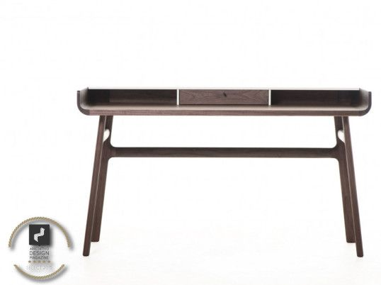 DeLaespada Select by Arredativo  http://www.arredativo.it/2015/recensioni/ufficio/il-design-elegante-di-harold-desk-by-luca-nichetto/