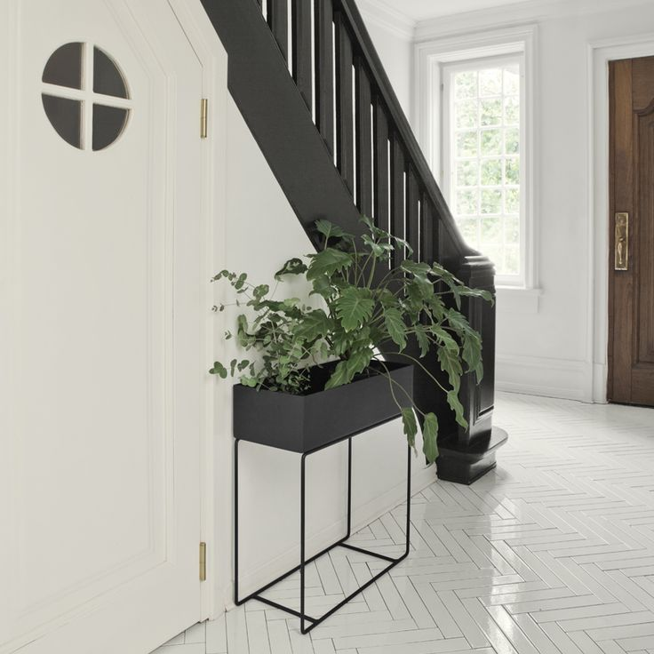Ferm Living - Plant Box Black - Plantenbak - The SHOP Online Herentals Elegant and timeless, this box on its delicate and thin legs in powder coated metal can be used for everything from plants to books or children's toys all around the house. You migh