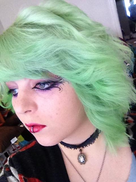 Special Effects Iguana Green Mixed With Manic Panic Virgin Snow Toner And A Bit Of Conditioner Ive Been Trying To Get Nic Hair Colors I Like In