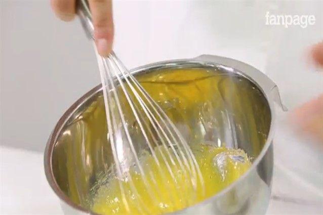 La crema pasticcera è una ricetta di base per la preparazione di dolci molto…