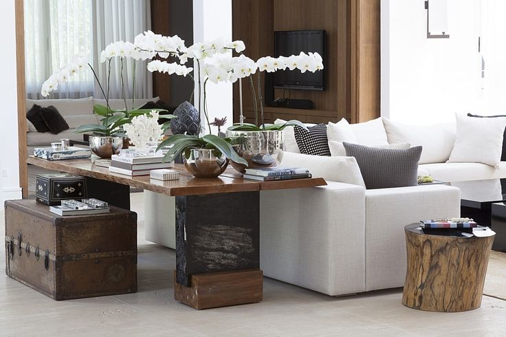 Christina Hamoui – R|A house Gathering room! Great console table