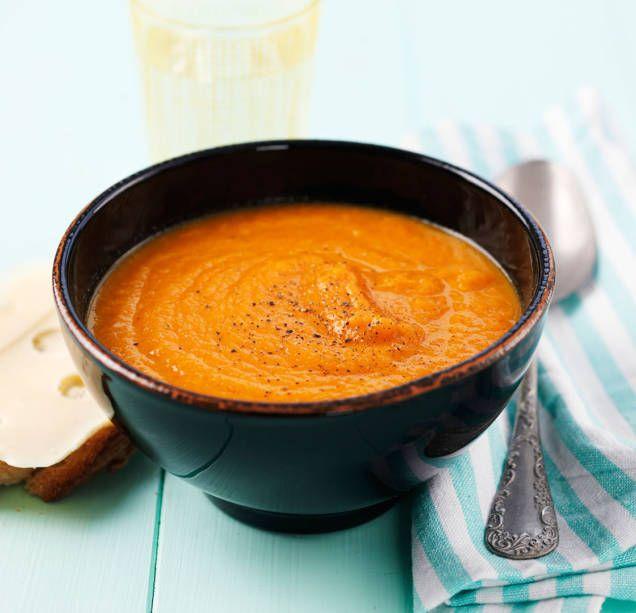 Morotssoppa är fantastiskt gott, dessutom nyttigt och billigt! Här är ett enkelt recept på morotssoppa, ljuvligt god med nybakat bröd.