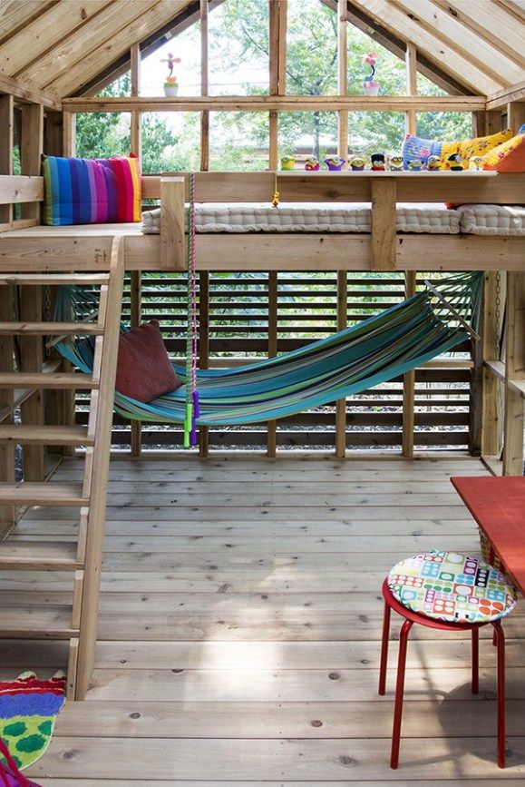 Dain Playhouse Finished interior 01 http://smallhousediy.com/category/playhouse-building-tips/