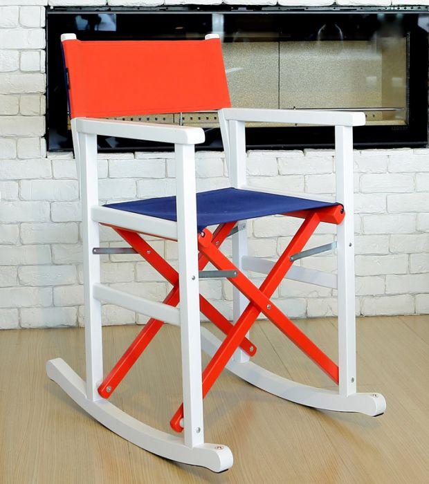 Je suis Paris di Swingdesign.eu è la sedia a dondolo pieghevole del designer Giovanni D'Oria. Una rocking chair colorata, divertente e completamente made in Italy, che ricorda quella di un regista.