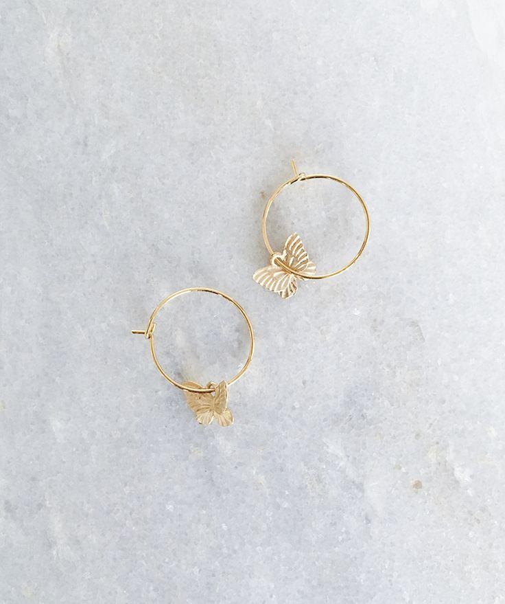 Gouden oorringen .
