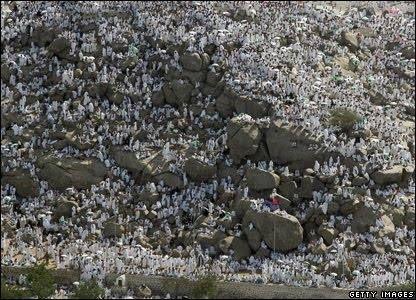 Muchas felicidades a las hermanas y hermanos en el Islam por este hermoso día de la Fiesta del Sacrificio (#Eid #Qurban)  El día 10 del último mes del Calendario #Islámico es conmemorado por los Musulmanes de todo el mundo como la Fiesta del Sacrificio. Marca el final de la peregrinación anual de los #Musulmanes hacia la #Meca con oraciones comunitarias. Se celebra con oraciones regalos para los niños distribución de carne para los necesitados y reuniones sociales. Los musulmanes…