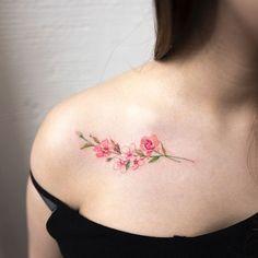 Los tatuajes no están muy de moda en algunos países, sobre todo asiáticos, así que los que se dedican a diseñarlos no se conforman con típicos dibujos que sueles encontrar, nada de palabras en caracteres chinos o dibujos típicos que, en ocasiones, rozan la horterada. El tatuador Hongdam es uno ...