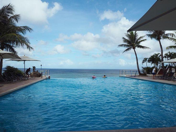dive to ocean&sky 海に入ってるかのようなプールビーチサイドで昼寝したり唐揚げ食べ放題したりw  #guam#pool#ocean#sky#sea#blue#vacation#holiday#swim#resort#グアム#プール#海 by todaemi