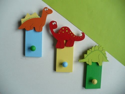 Dřevěný věšáček - dinosaur