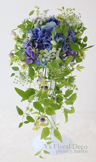 昨日お届けしました青いお花のキャスケードブーケ。キャスケードブーケは、白系でお作りすることが圧倒的に多く、青のリクエストは珍しいです。優美な緑のラインと可...