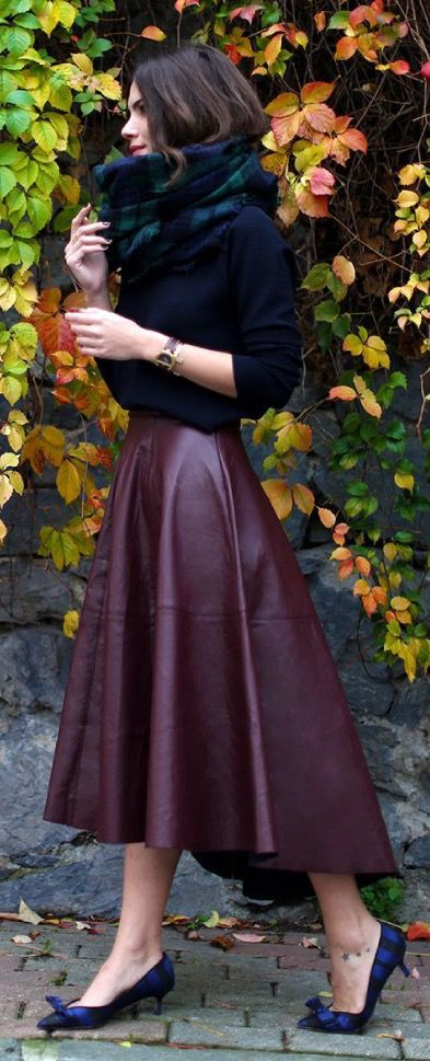 Love this color combo! Wine skirt = ❤