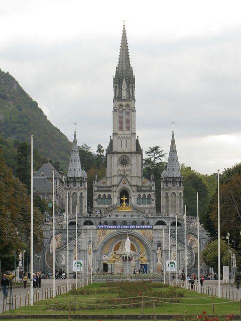 Basílica de Notre-Dame-du-Rosaire, Lourdes, Francia