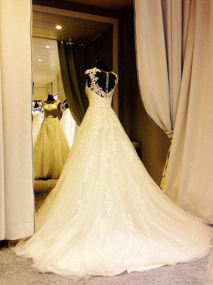 Sposabella Prinzessinnen Brautkleid aus Spitze mit Schleppe