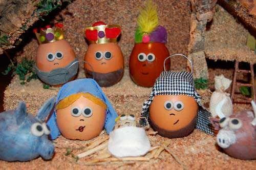 pesebre de navidad reciclando cascaras de huevo