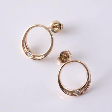 OLJEI/half face ピアス ゴールド 31500yen 女性に幸せを運ぶ、月に浮かぶダイヤモンドピアス