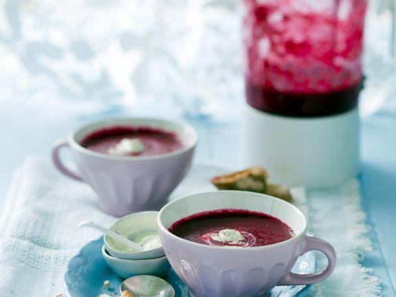 Rote-Rüben-Suppe mit Meerrettichcreme ist ein Rezept mit frischen Zutaten aus der Kategorie Gemüse. Probieren Sie dieses und weitere Rezepte von EAT SMARTER!