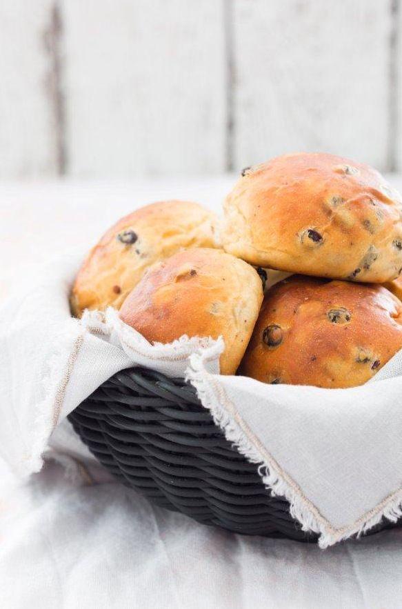 Krentenbollen uit Brood uit eigen oven | Francesca Kookt