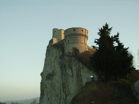 San Leo  < Italy >     ----- サンレオ / 映画「カリオストロの城」のモデルとなった城
