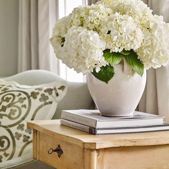 Hydrangeas! #charming #white #tennessee #farmhouse #sunshine #pattern #linen @lizwhanson  @efollowill